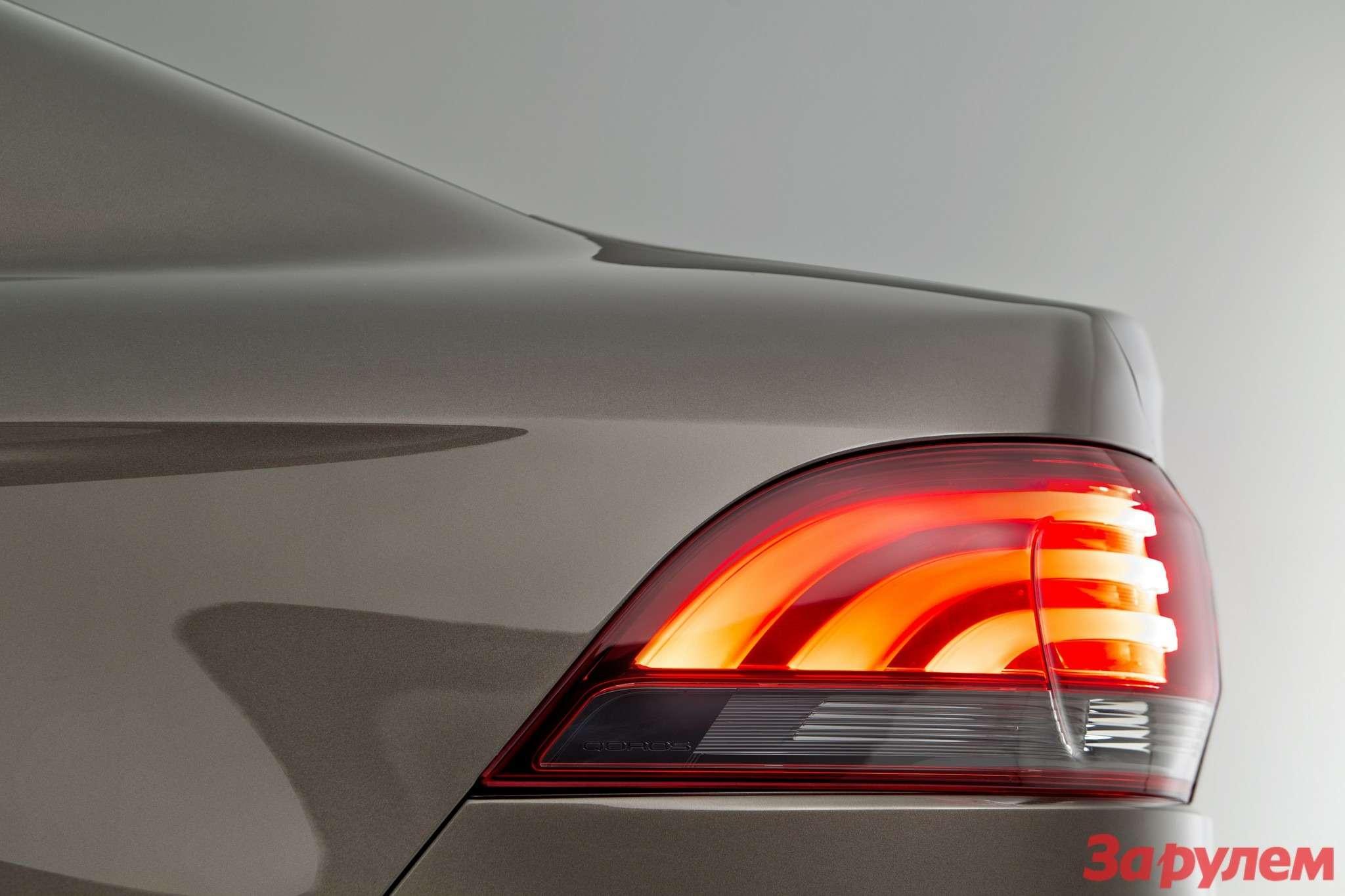 649730_Qoros 3Sedan— rear lamp cluster side view