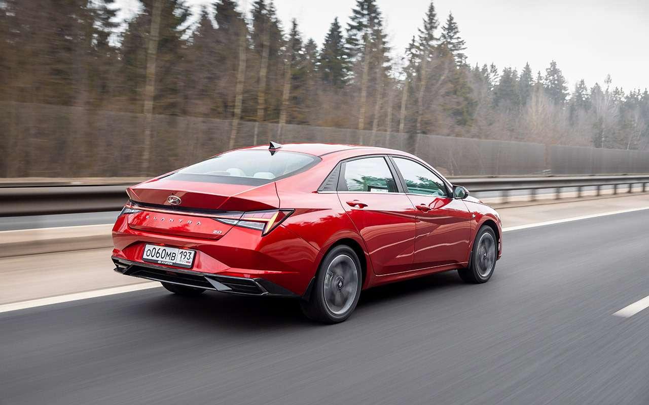 Новая Hyundai Elantra: 4плюса и2недостатка (зато цена хорошая)— фото 1236917