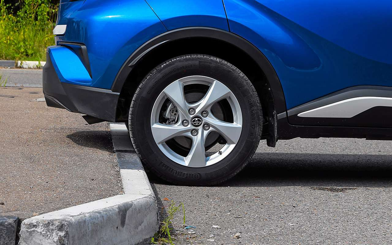 Toyota C-HR против других японских кроссоверов— большой тест-драйв— фото 902421