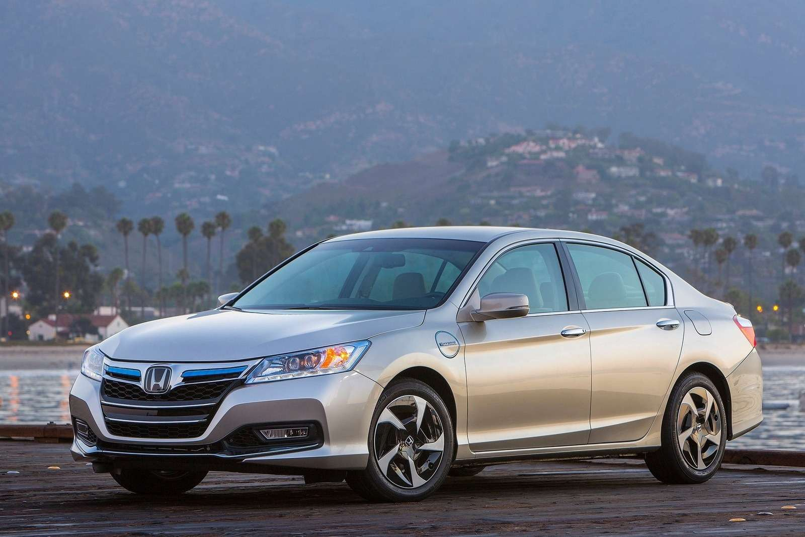 Honda Accord PHEV side-front view_no_copyright