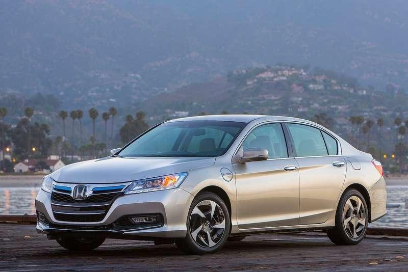 Honda Accord PHEV side-front view_no_copyright