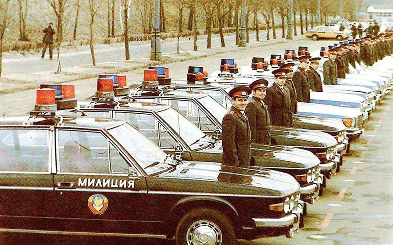 Резервы советской милиции: 11иномарок смигалками игербами— фото 1276728