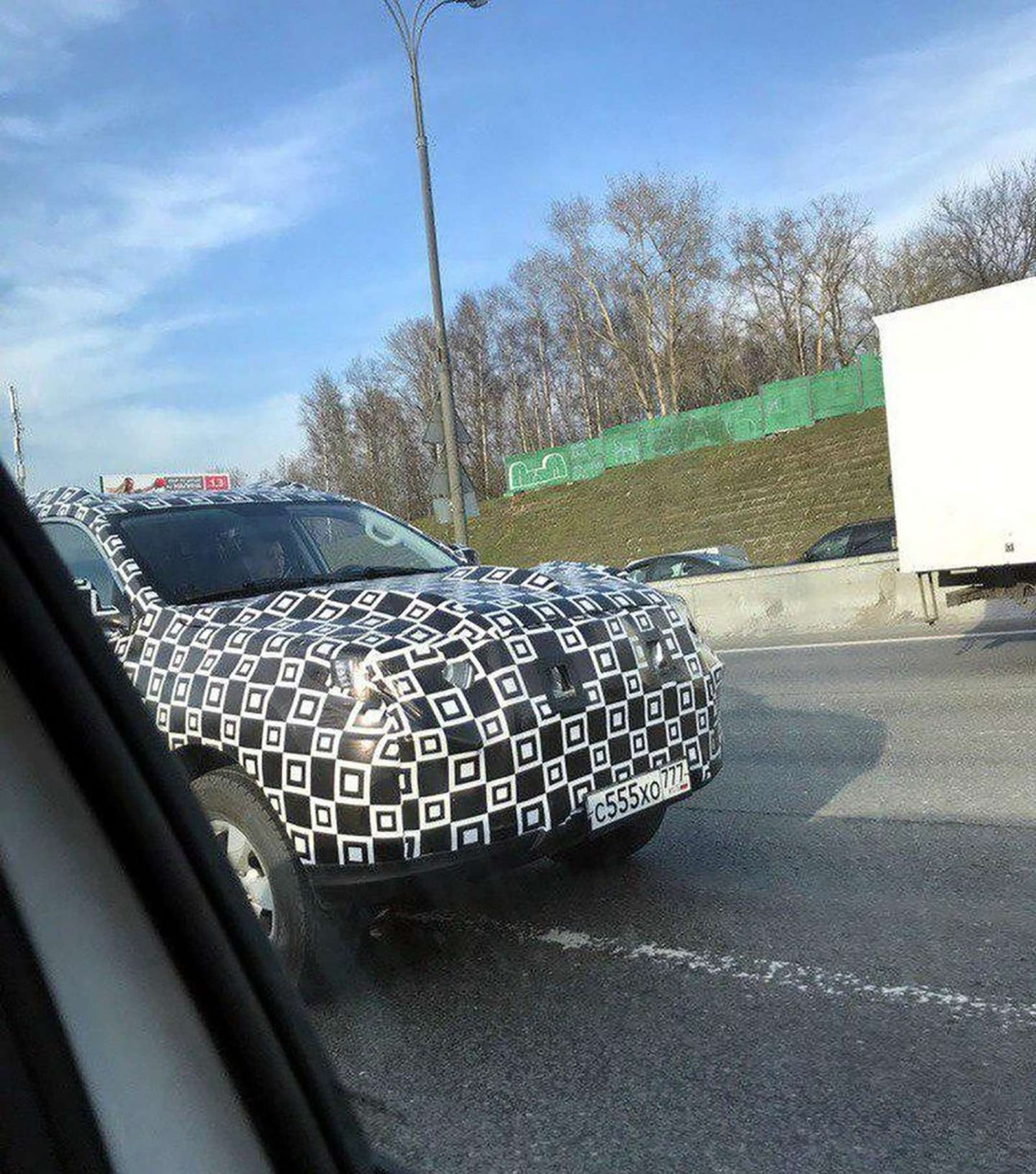 Загадочный УАЗ Патриот вкамуфляже. Испытания новой модели?— фото 884592