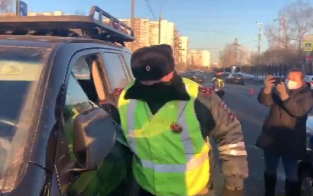 Задержали водителя Ленд Крузера: унего штрафов на3млн