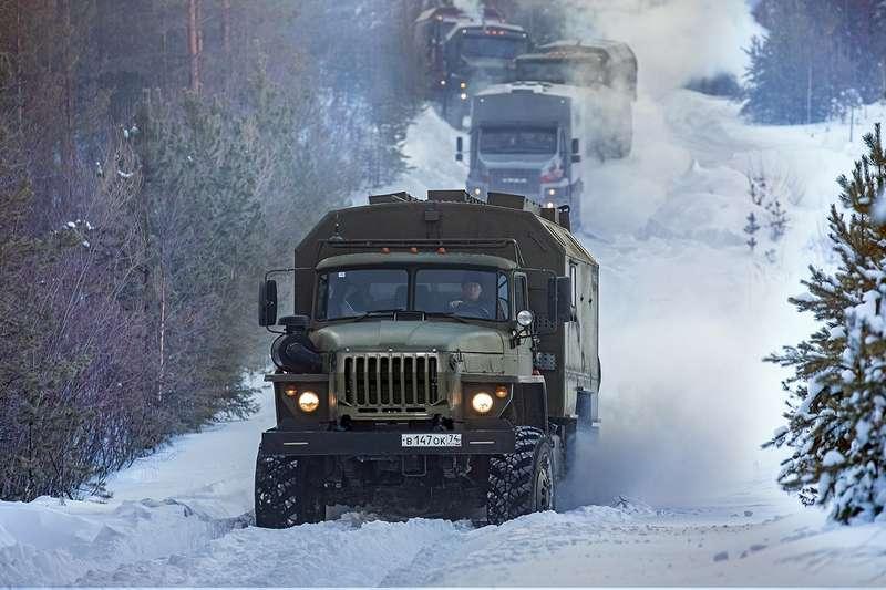 Уралы иснегоходы: наперевале Дятлова снимают кино