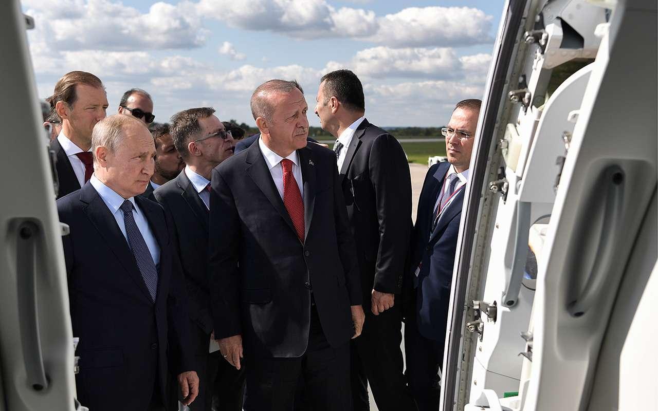 Путин показал Эрдогану Aurus Senat ивертолет Ansat встилистике Ауруса— фото 994380