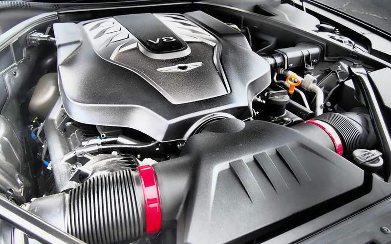 Genesis избавляется отмотора V8