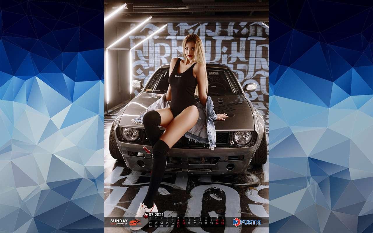 Жаркий календарь-2021: белорусские девушки иредкие машины— фото 1213056