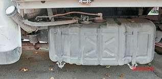 Пластиковый бак старого образца вмещал теже60литров. Инержавел