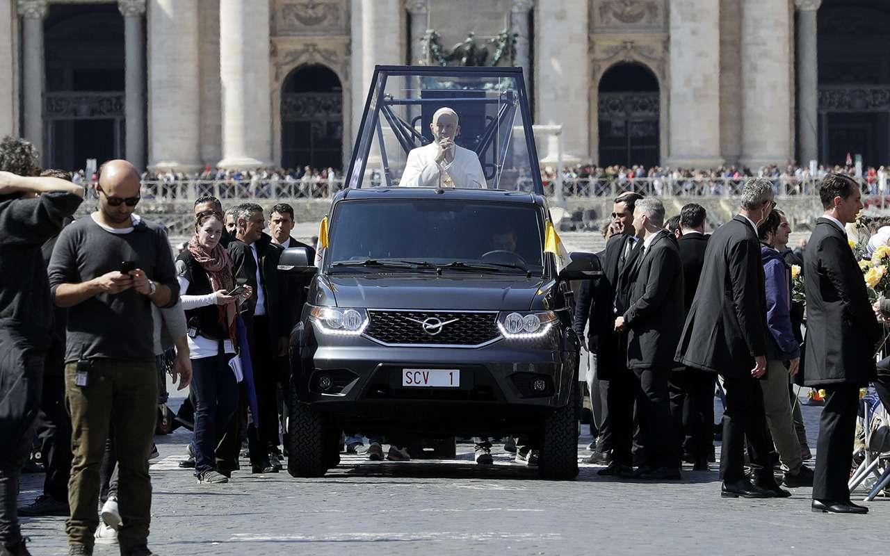 Это невероятно: Папа Римский теперь ездит напикапе УАЗ— фото 961788