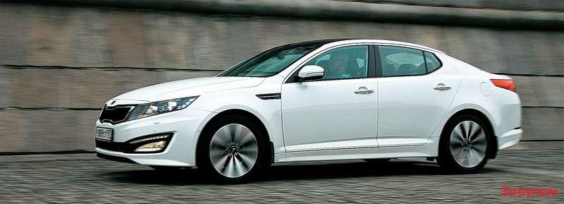 «Киа» требует осторожности при парковке к бордюру: передний свес висит довольно низко.