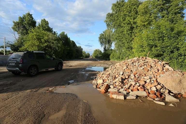 Слепили изтого, что было: самые неожиданные способы ремонта дорог— фото 771455