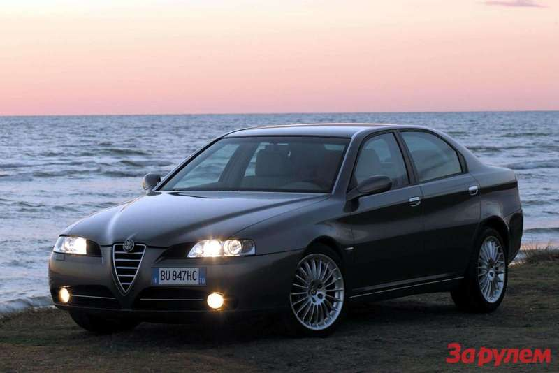Alfa Romeo 166 side front view
