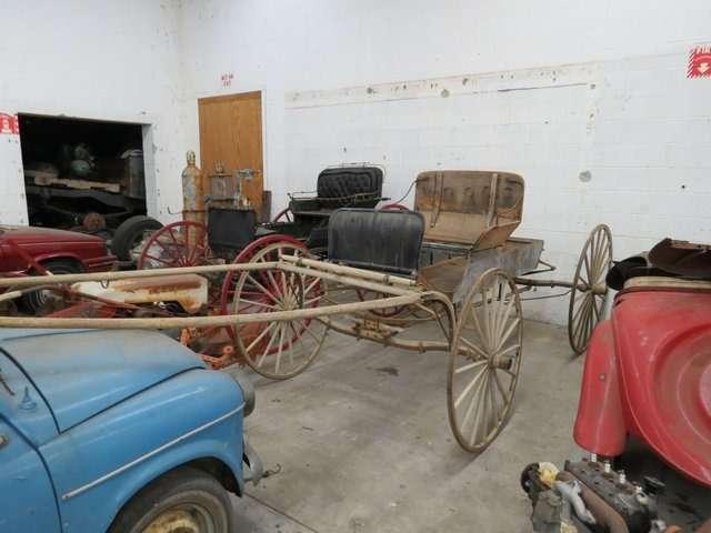 Бывший дальнобойщик решил продать свою коллекцию из700 машин— фото 702172