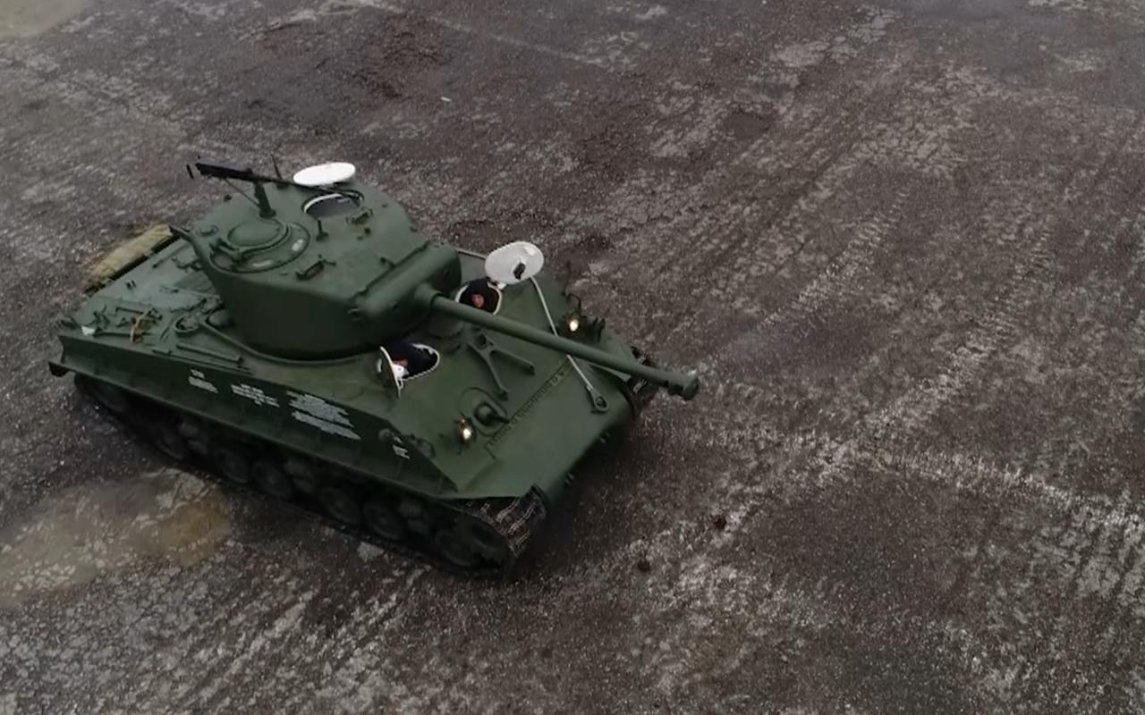 Какая комфортная иномарка: тест-драйв американского танка «Шерман»— фото 944979