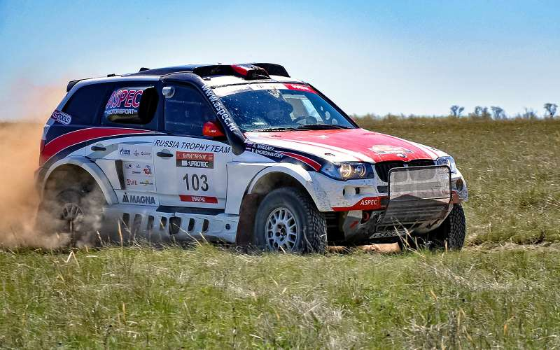 экипаж Виктора Хорошавцева иАнтона Николаева наBMW X3из команды Aspec Motorsport.