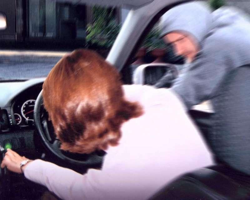 no_copyright_carjacking-butao-alarme-carro