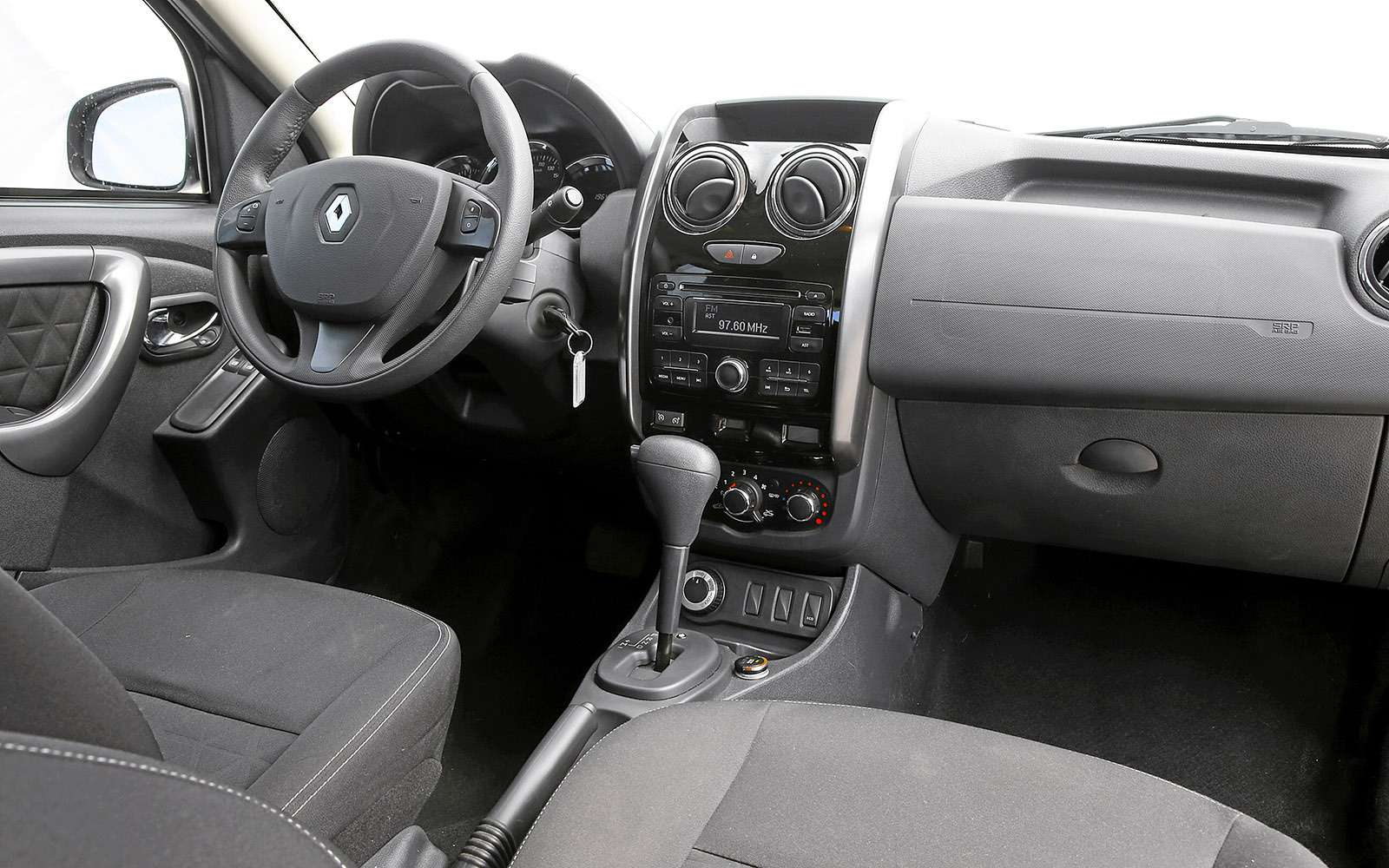 Renault Kaptur, Renault Duster, Suzuki Vitara: мода от-каптюр— фото 619978