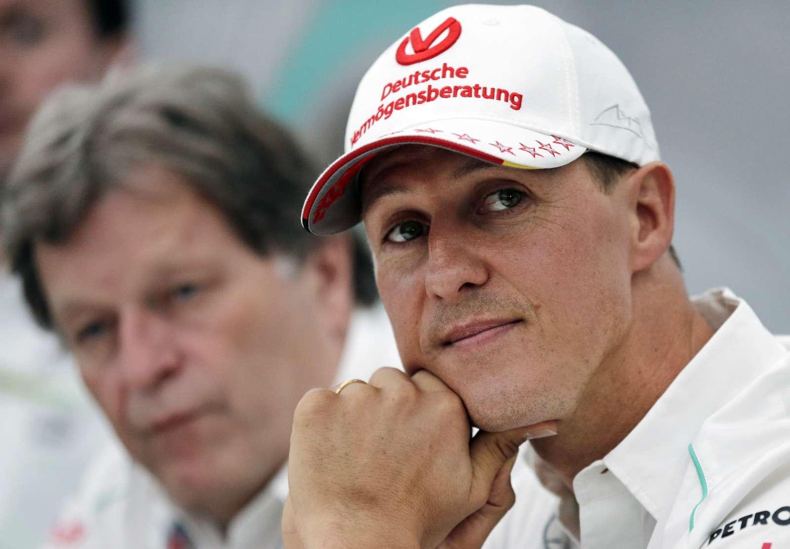 Михаэль Шумахер идет напоправку, онбольше неприкован кпостели