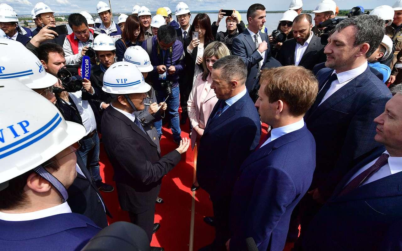540метров, 28лет и20миллиардов рублей— Россия иКитай навели мосты— фото 977706