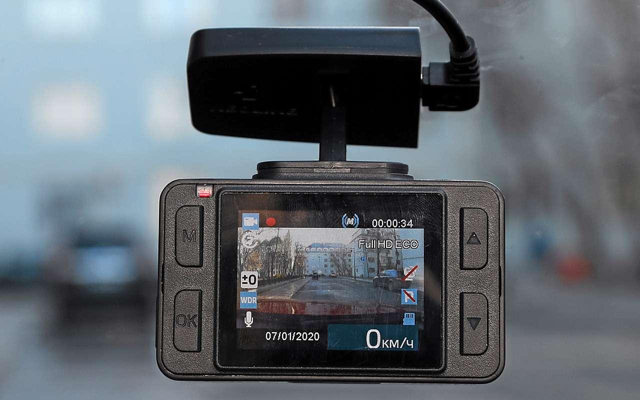 8 видеорегистраторов: содной исдвумя камерами— какой лучше?— фото 1210551