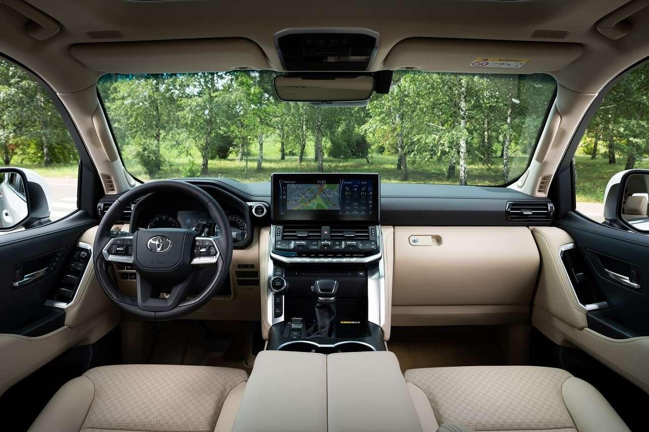 Toyota начала продажи Land Cruiser 300в России— фото 1264125