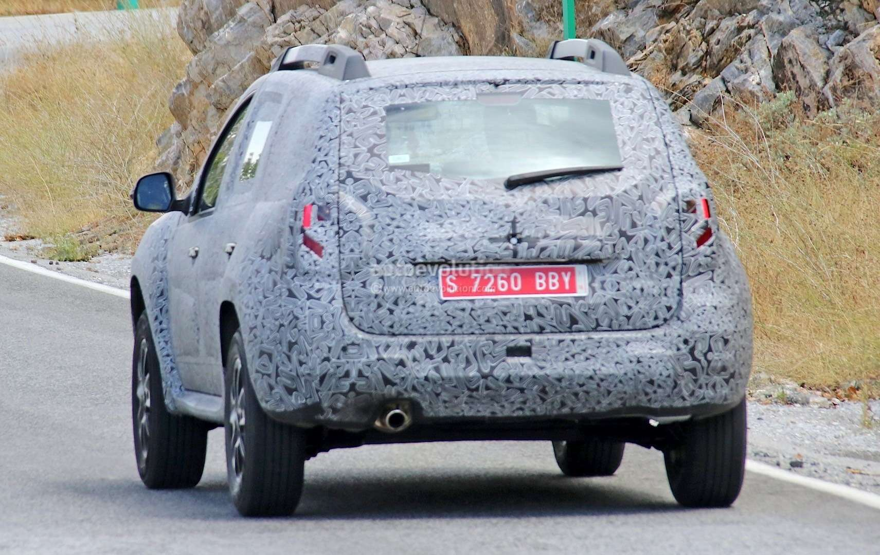 all-new-dacia-duster-caught-in-first-spyshots-plus-dacia-novelties-for-frankfurt-photo-gallery_10