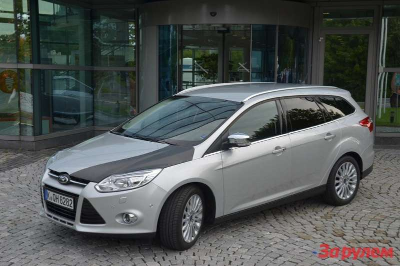 Ford Focus prototype with CFRP hood 1