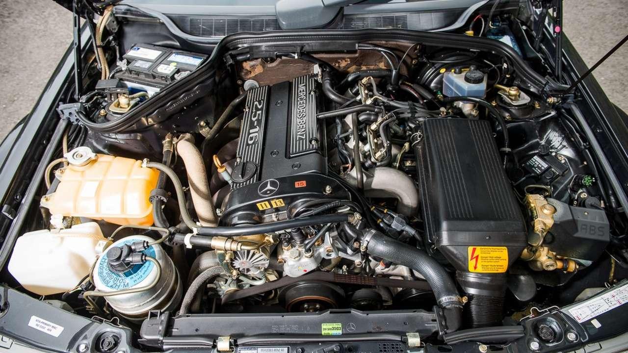 Дорогущий старикашка: фантастический Mercedes-Benz 190E запросит кругленькую сумму— фото 617303