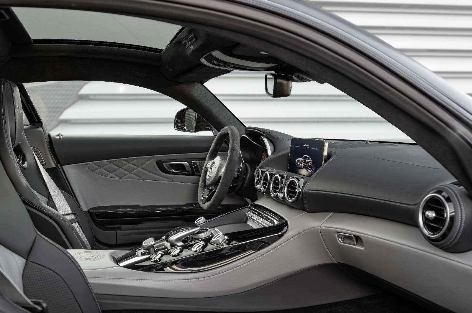 Спорткары Mercedes-AMG GTполучили вчесть юбилея новые «зубы»— фото 690875
