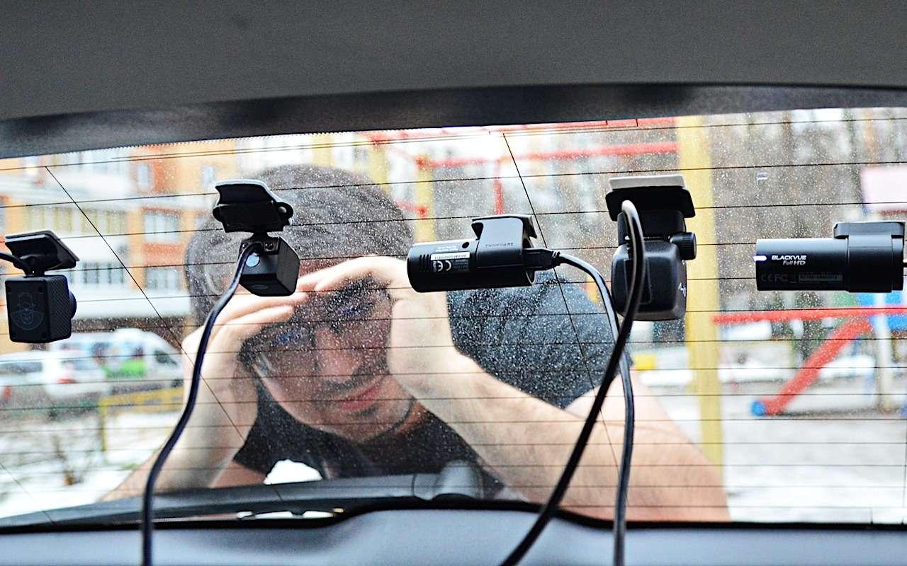 Супертест двухкамерных видеорегистраторов Full HD— фото 838683