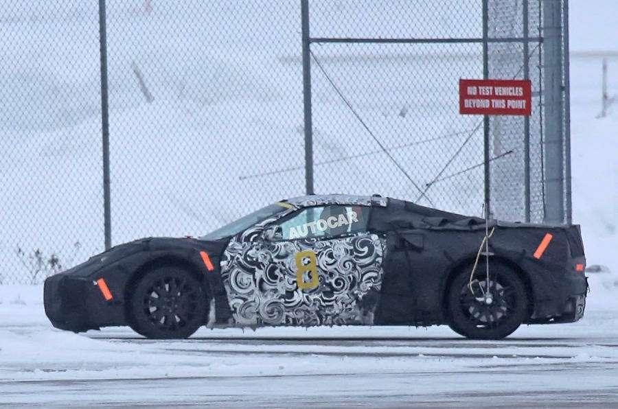 Жонглируя компоновкой: небывалый Chevrolet Corvette заснят натестах— фото 704454