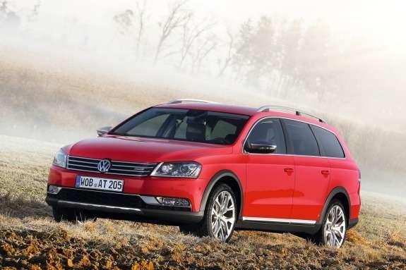 Volkswagen Passat Alltrack side-front view