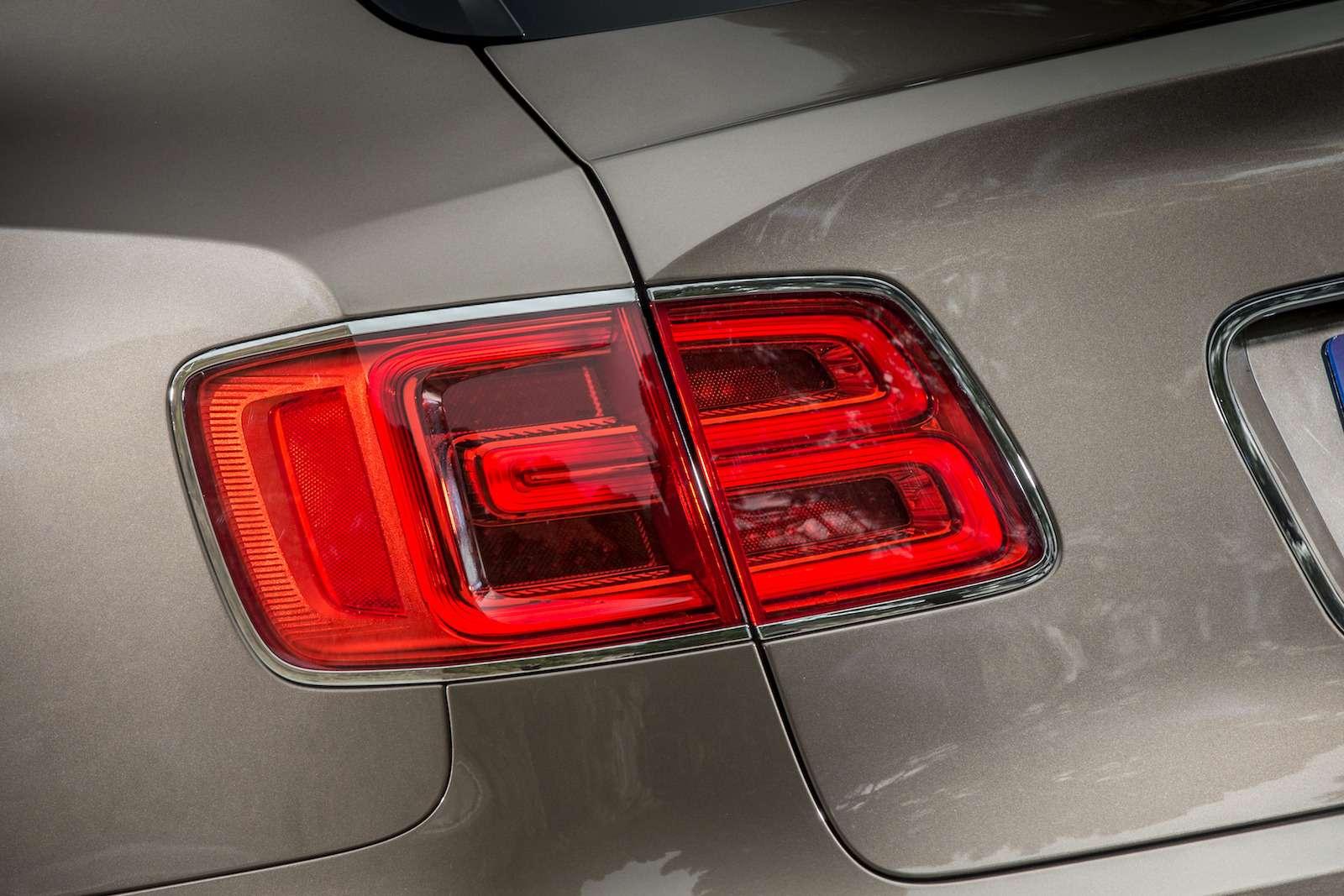 Bentley Bentayga Diesel: 4,8до сотни— самая медленная версия!— фото 884135
