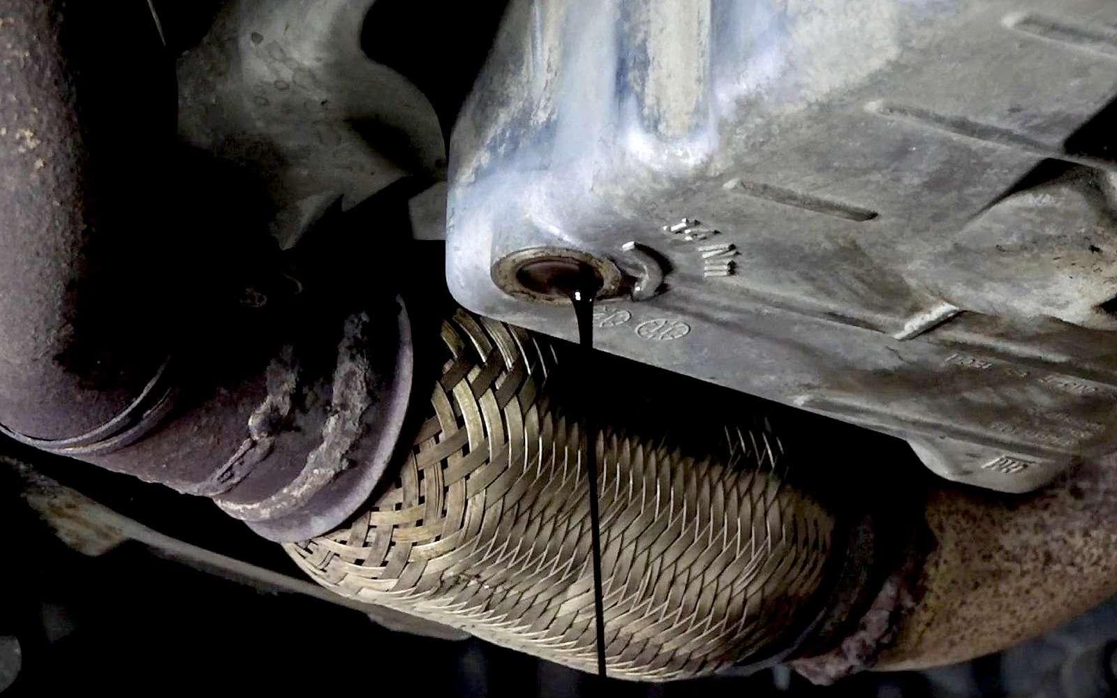 Каксменить масло вдвигателе без смотровой ямы или подъемника— фото 924668