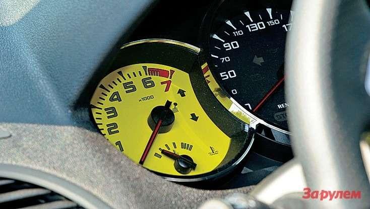 Чтобы водитель незабывал, что сидит вспорткаре, тахометр желтый. Нокгоризонтальному автобусному наклону приборного щитка ятак ине привык.