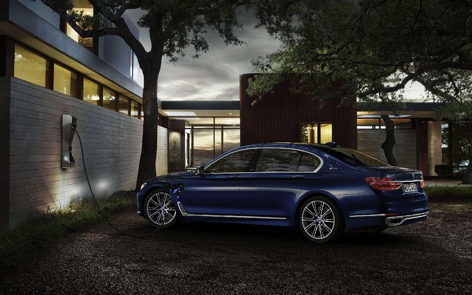BMWобъявила остарте продаж вРоссии двух моделей линейки iPerformance— фото 596679