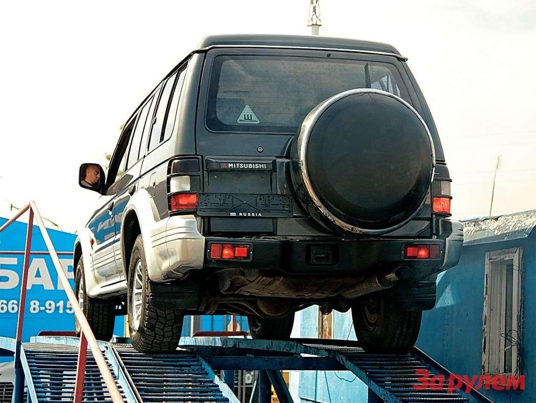 Расположение запасного колеса напятой двери— каноническое решение.