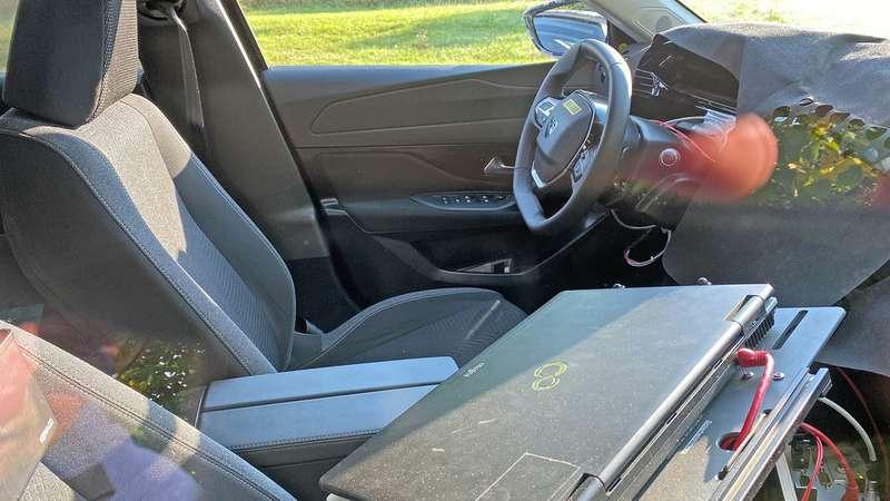 Новый Peugeot 308: льва вписали вгерб