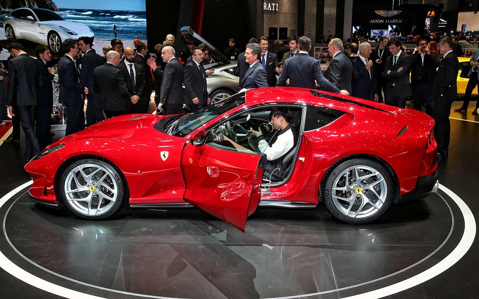 Король Женевы: Ferrari 812 Superfast вовсем великолепии— фото 718296