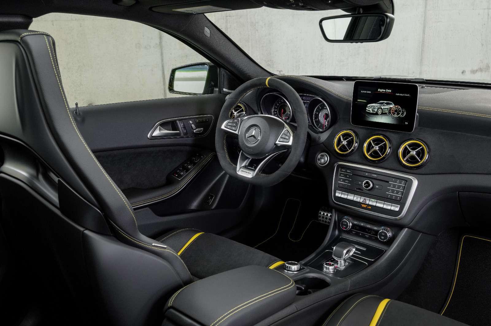 Mercedes-Benz GLA стал краше, нонепросторнее— фото 690085