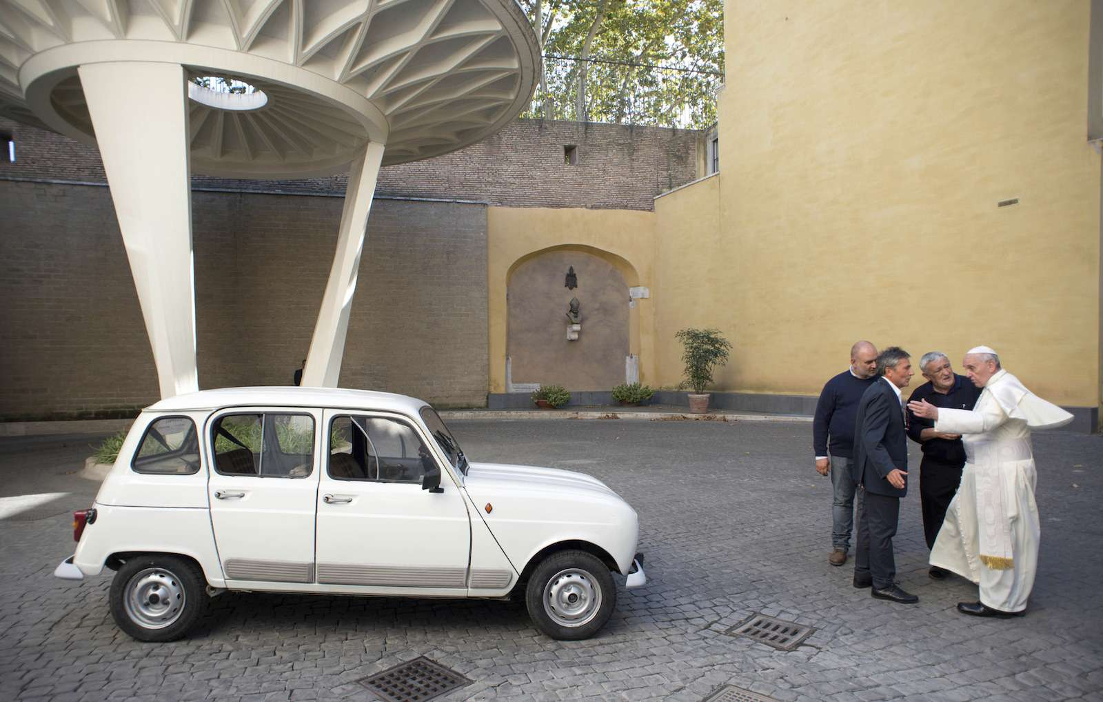 vatican-pope-new-car-1