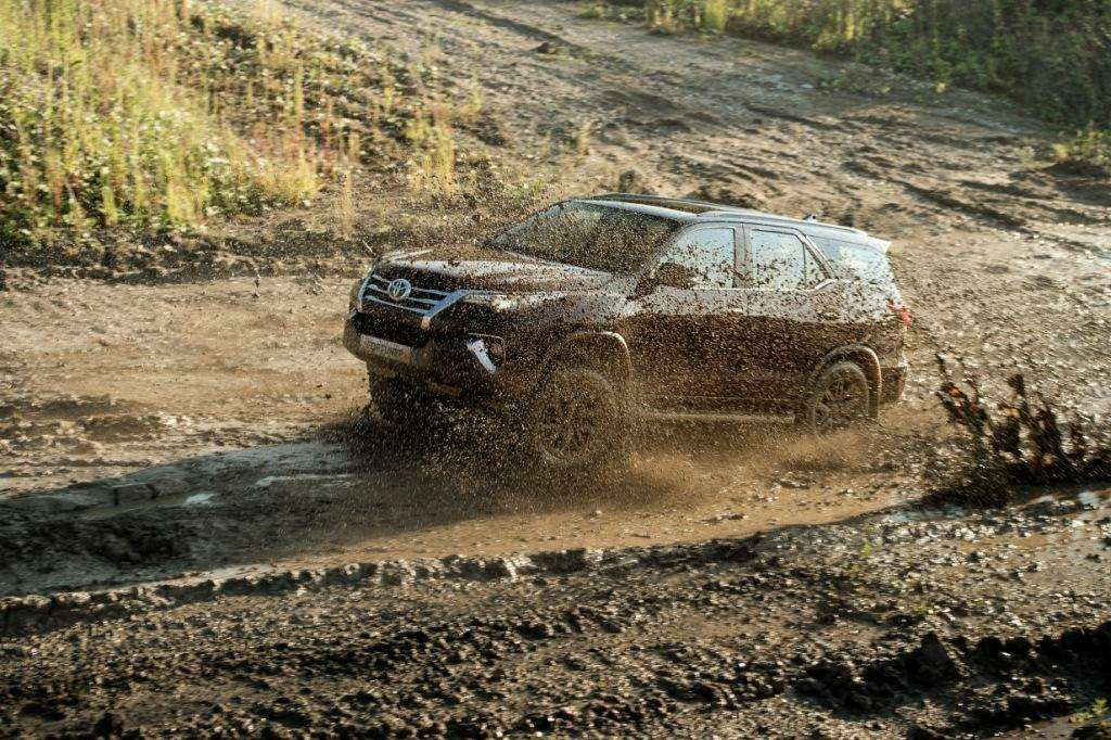 Toyota объявила российские цены наFortuner— фото 779053