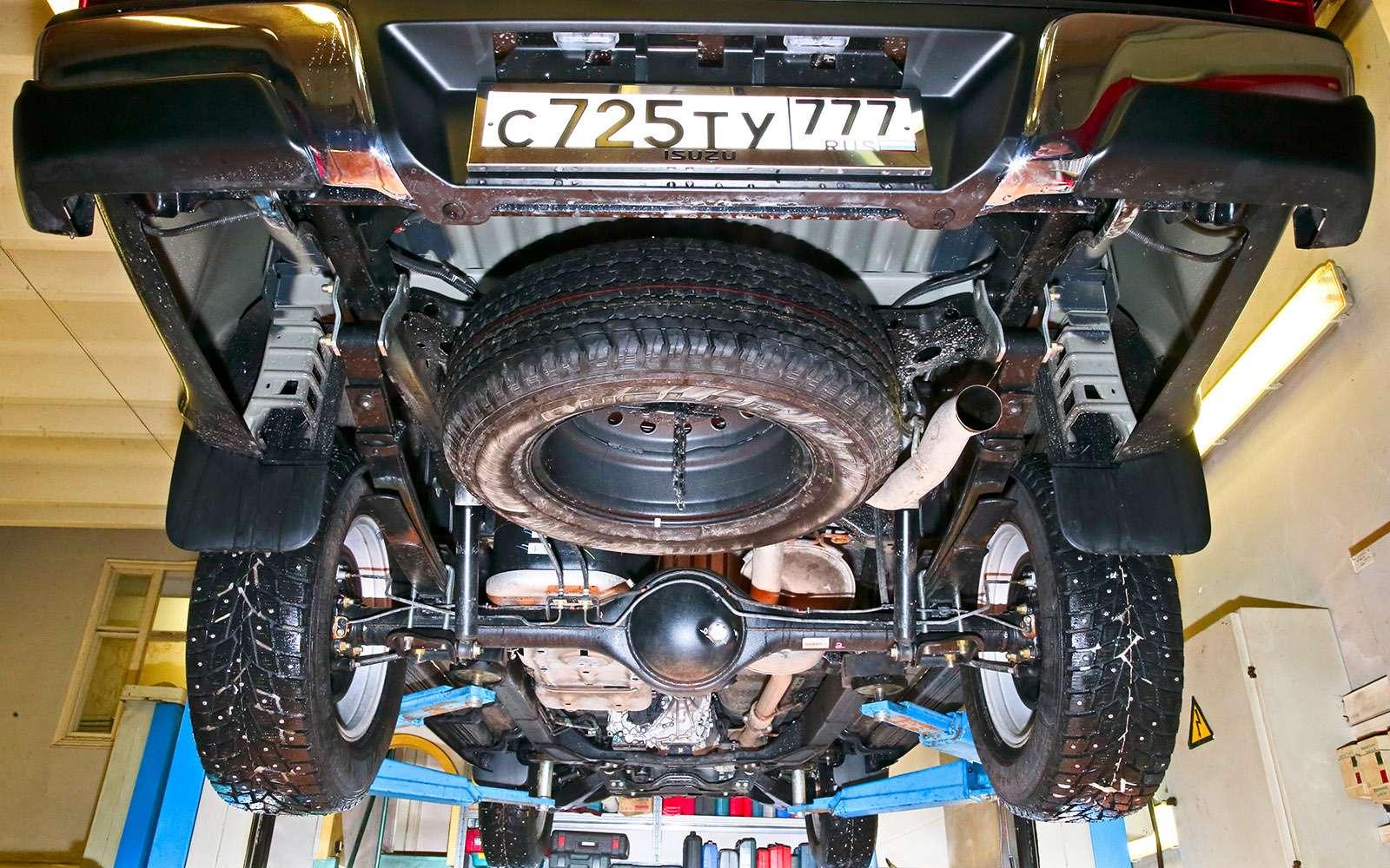 Пикапы Isuzu D-Max, Mitsubishi L200и Toyota Hilux: на«обортаж»!— фото 698466