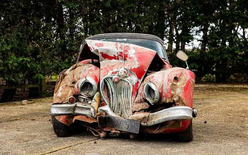 Разбитый вхлам Jaguar ушел сторгов замиллион