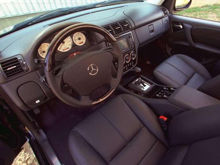 Mercedes-Benz-ML55_AMG_2000_02_no_copyright