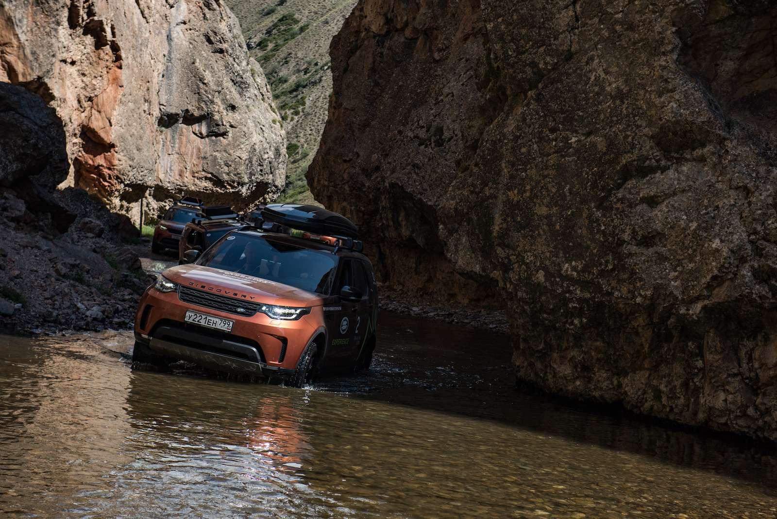 НаLand Rover Discovery встрану гор идвух тысяч озер— фото 902977