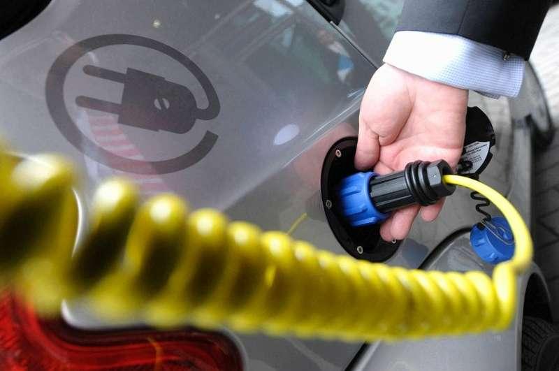 Studie: Markt fuer Elektroautos haengt von staatlicher Hilfe ab