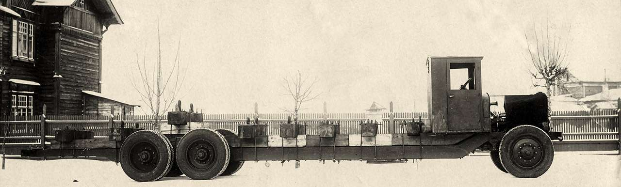 Уникальный четырехосный грузовик ЯГ‑12: символ мощи Советов— фото 1275730