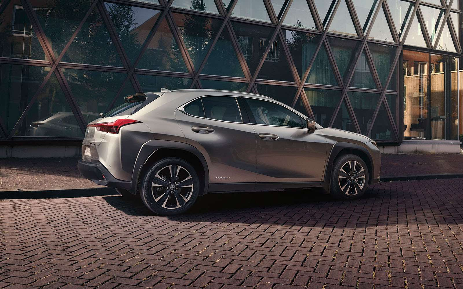 Lexus назвал российские цены накроссовер UX— фото 940411
